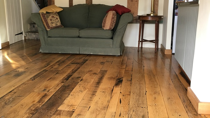 Reclaimed solid oak wood flooring in a kitchen and dining room